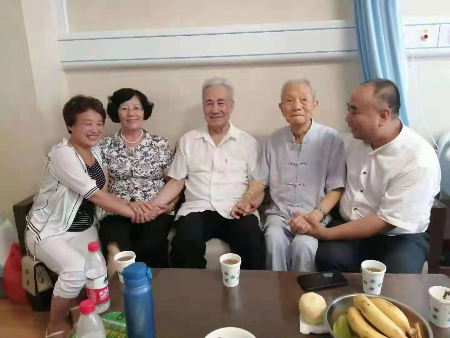 From right to left: Master Ma Chengjie, Master Cao Hefang, Prof. Pang Heming, Master Sang Lisuo, Master Bian Xiumei